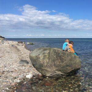 søskende, venner, tid, nærvær, Nordlangeland, strand, vandkantsdanmark, leg