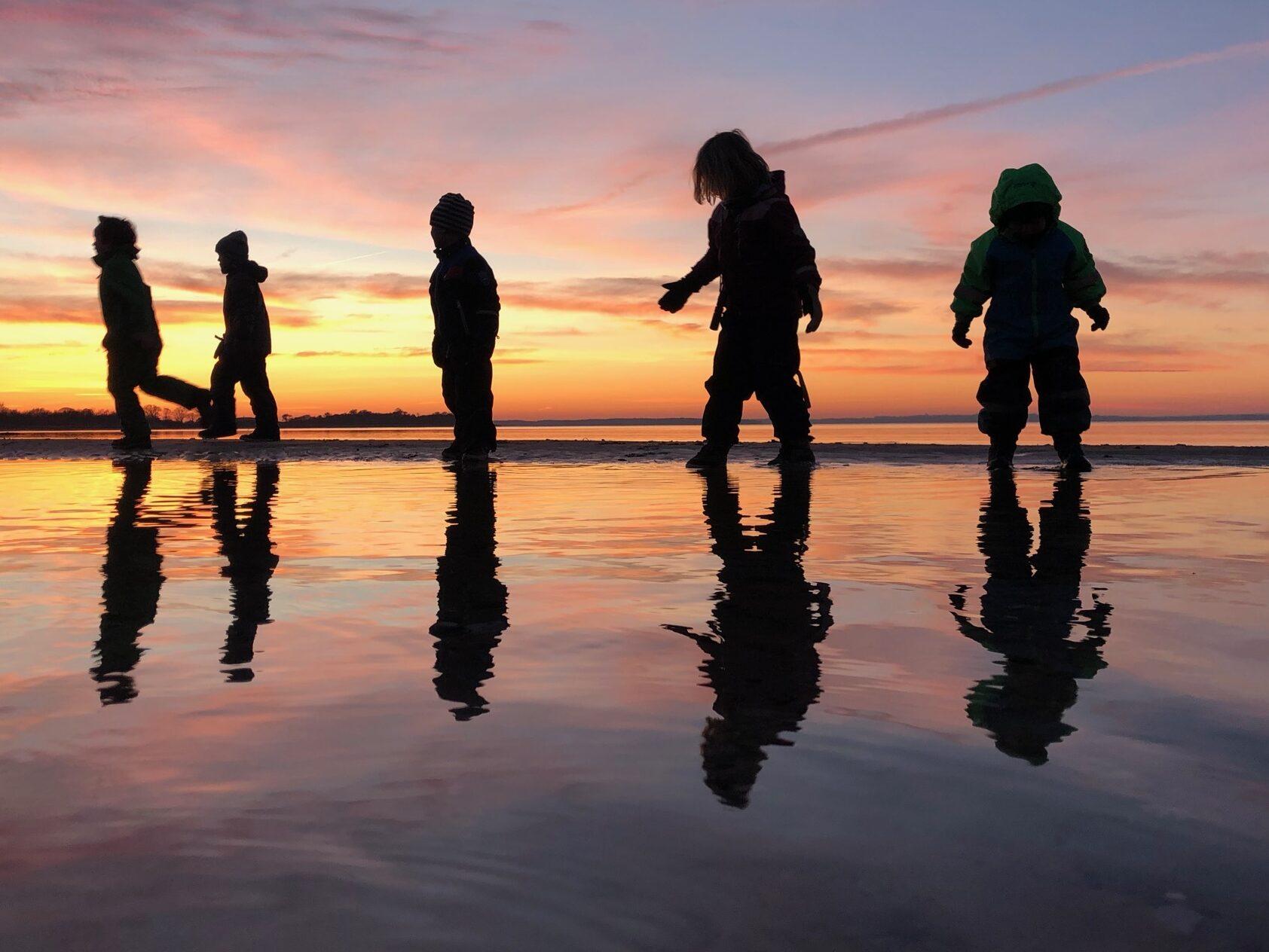 solnedgang_over_langeland. ferie_med_børn_sheltertur_udeliv_friluftsliv_venner_billig_tur_med_gode_venner
