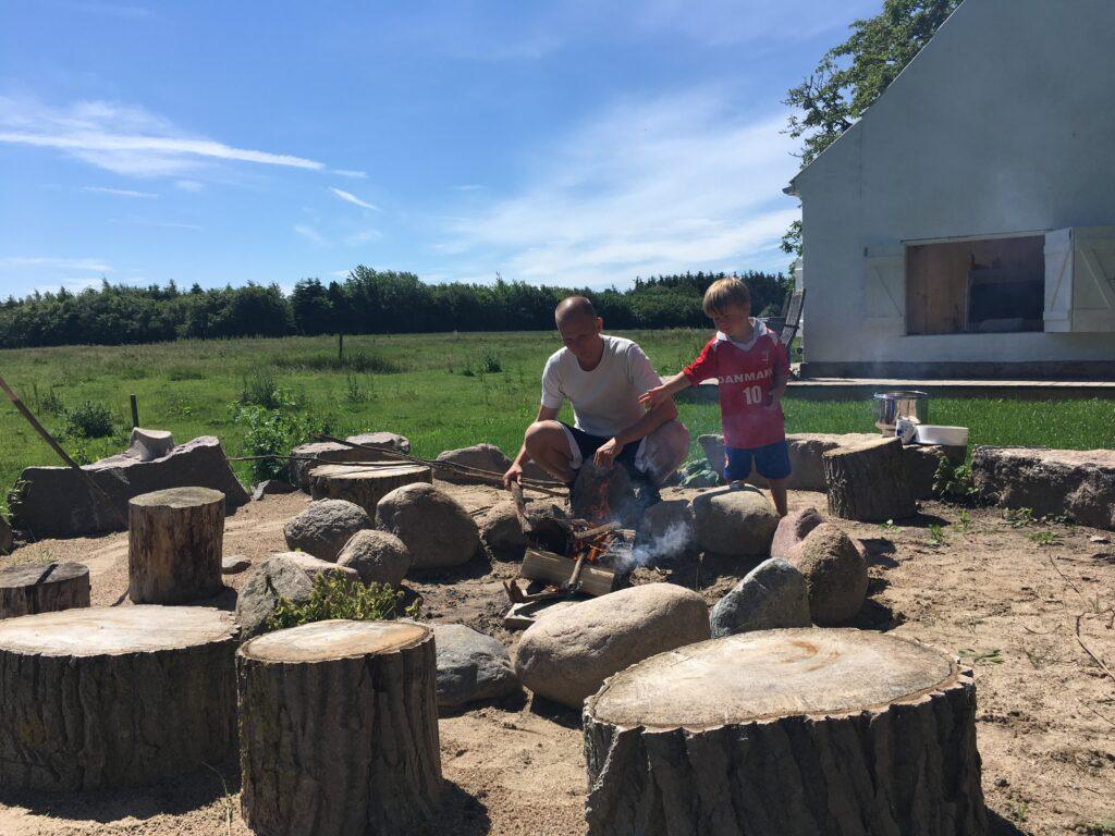 bålhygge_Langeland_Quset_Hønsebjerggård_udeliv_med_børn_weekend_i_naturen