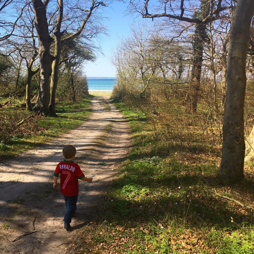 natur_børn_strand-skov_forår_weekend_med_familien
